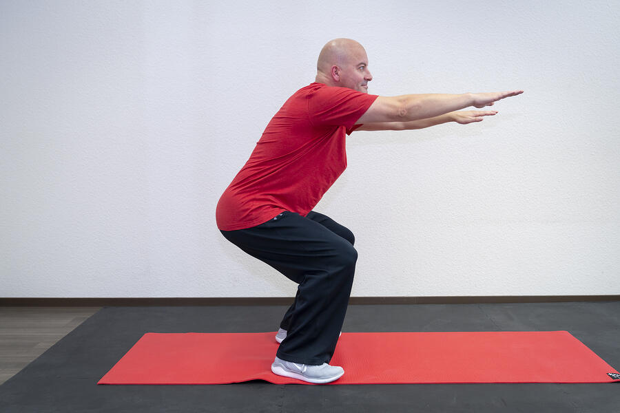 Core Stability Übung Kniebeugen